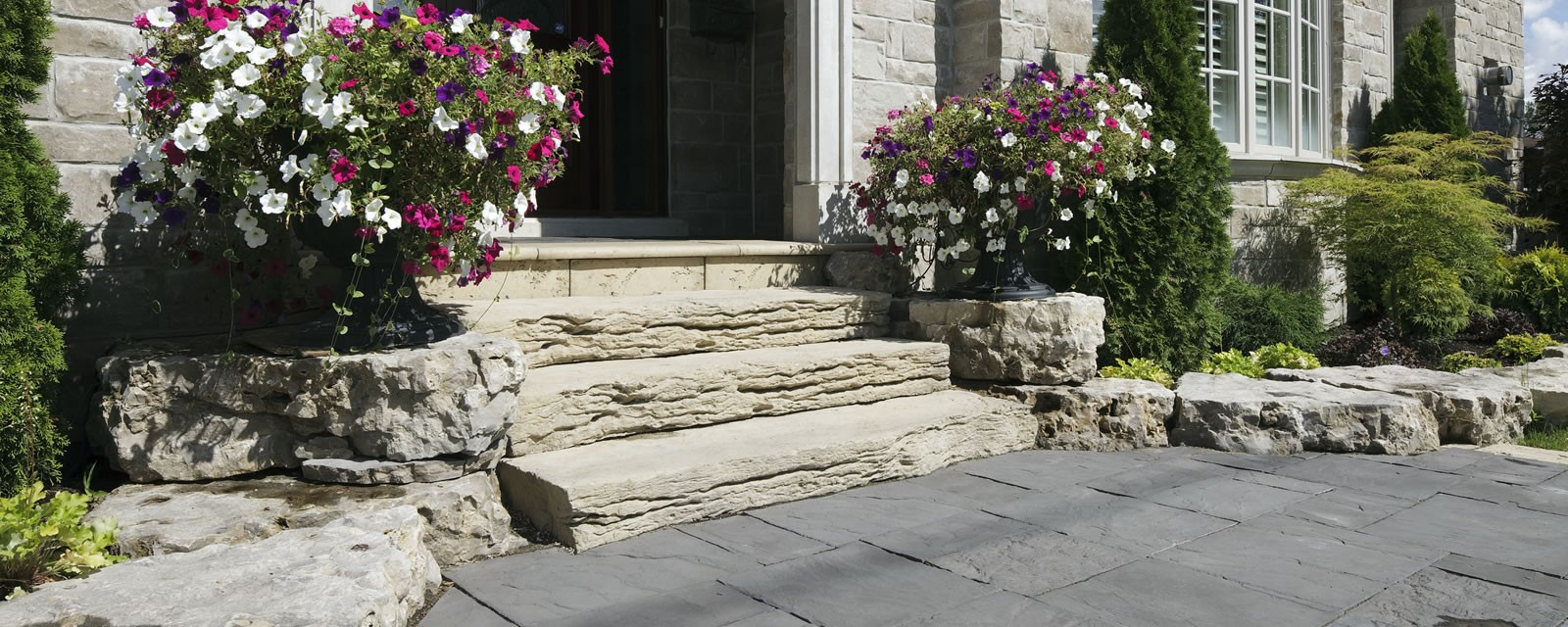 Weathered Edge-Limestone™ Modular Steps