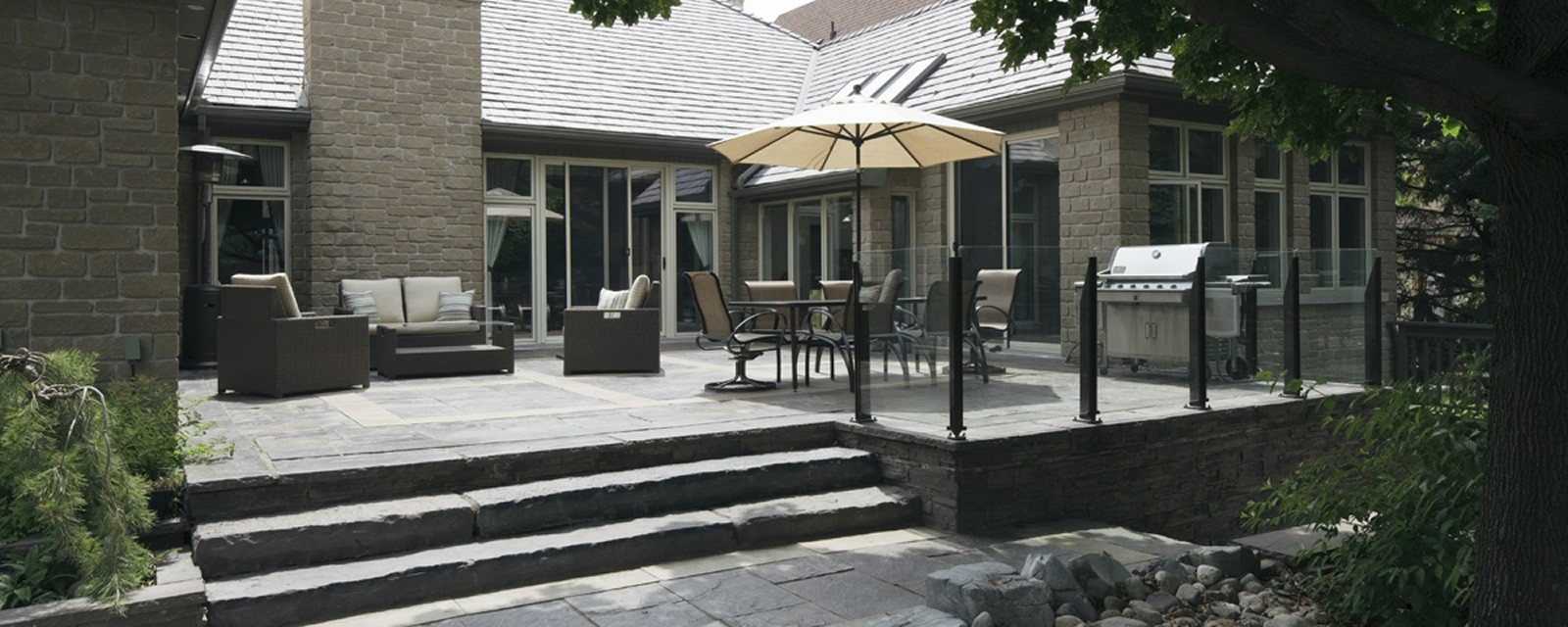Owen Sound-Pebbletop® Rockface Steps